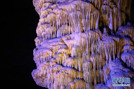 这是12月3日在陇南市武都区汉王镇杨庞村拍摄的万象洞内部景象。新华社记者 马希平 摄