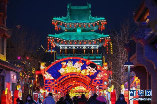 这是1月4日在兰州老街拍摄的彩灯。新华社记者 马希平 摄