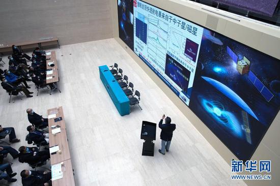 2月19日,在中国科学院高能物理研究所(高能所)举行的发布会上,慧眼卫星首席科学家张双南研究员在介绍成果。新华社记者 金立旺 摄