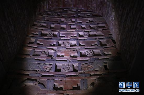 这是2月25日在嘉峪关新城魏晋墓群六号墓拍摄的门楼局部。新华社记者 马希平 摄