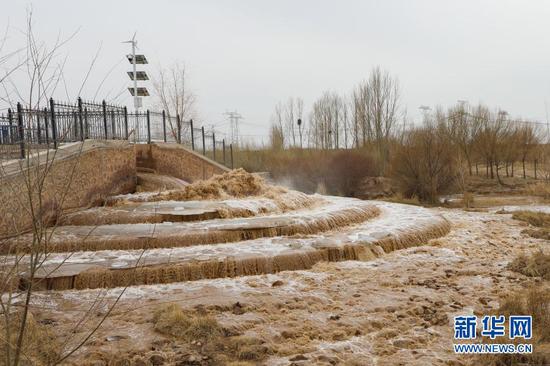 这是3月5日拍摄的抵达民勤县境内的黄河水。新华社记者 马维坤 摄