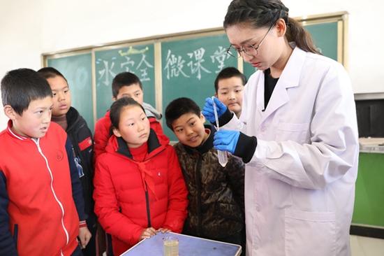 """由平台和""""果壳网""""共同打造的环保微课堂带动山区儿童的水环保意识"""