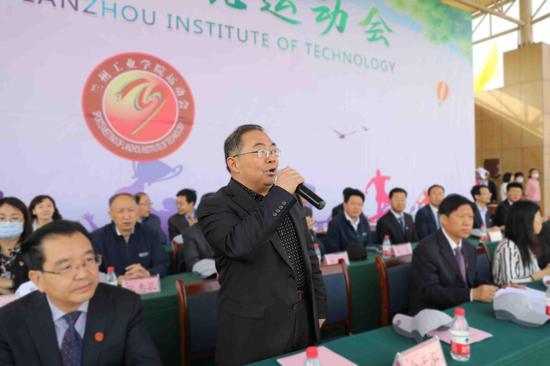 党委书记俞子泓宣布2021年运动会开幕
