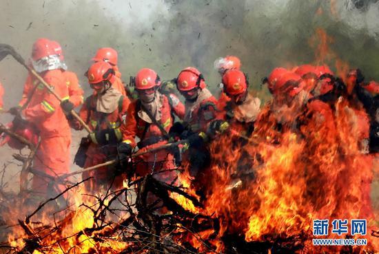 灭火演练现场。