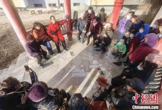 图为1月下旬,甘肃武威凉州贤孝的演出现场。 杨艳敏 摄
