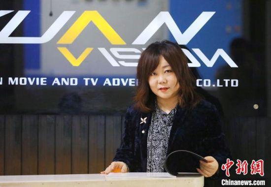 图为甘肃嘉元影视广告有限公司负责人金俊,由其团队打造的单机游戏《紫塞秋风》深受国内外玩家的喜爱。 高展 摄