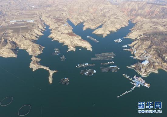 这是位于甘肃省临夏回族自治州永靖县的刘家峡水库(2021年1月3日摄,无人机照片)。新华社发(史有东 摄)