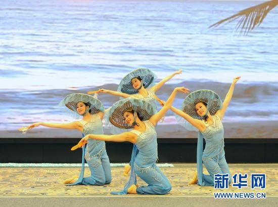 活动现场舞蹈演出《网娘》