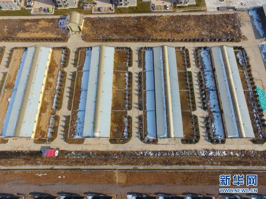 这是12月12日拍摄的东乡族自治县那勒寺易地扶贫搬迁安置点后续产业园的农业设施(无人机照片)。新华社发(史有东 摄)