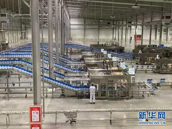 伊利绿色生产及智能制造示范应用项目投产现场。新华社记者 冯亚松 摄