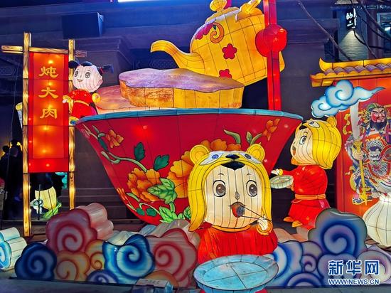 2月25日,拍摄于兰州老街的民俗花灯。新华网发(宋昱静 摄)