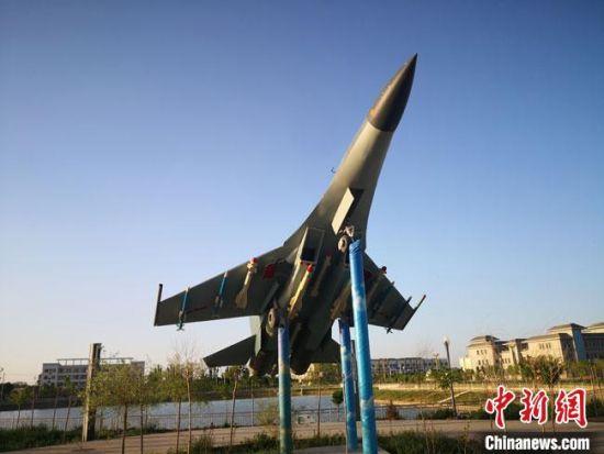5月中旬,位于甘肃酒泉市金塔县东北部的航天镇城区一景。