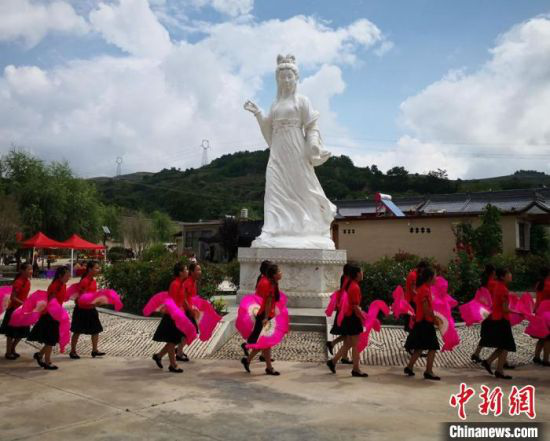 2018年8月12日,陇南市西和县举行乞巧女儿节。(资料图) 殷春永 摄