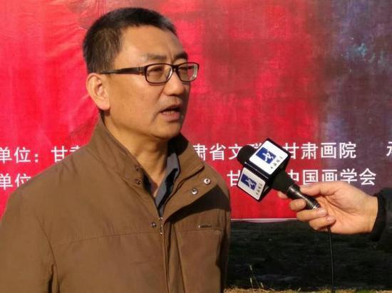 甘肃省文联副主席王登渤出席展览并接受采访