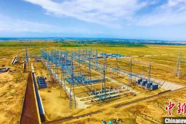 甘肃河西走廊750千伏第三回线加强工程正式投运。图为建成后的张掖750千伏变电站。