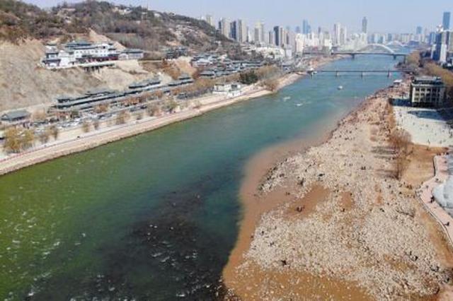 黄河兰州段水位持续下降 部分河床露出