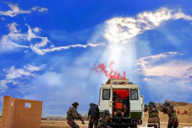 武警队员探索训练新模式:模拟电子对抗