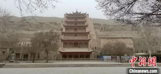 3月16日上午,受强沙尘天气影响,世界文化遗产敦煌莫高窟宣布暂停开放。 田小强 摄