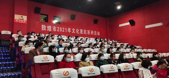 3月27日下午,2021年敦煌市文化惠民走进影院优秀电影免费看活动在敦煌国际数字影城启动。