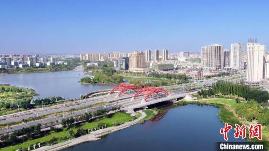 图为兰州新区城市一景。