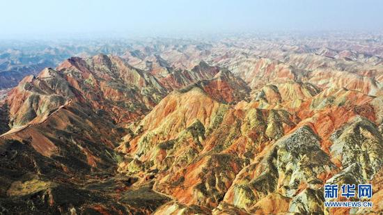 这是4月5日拍摄的兰州水墨丹霞景区(无人机照片)。新华社记者 陈斌 摄