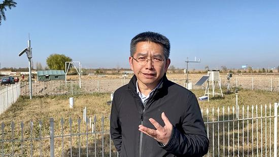 中国农业大学石羊河实验站副站长、中国农业大学水利与土木工程学院院长杜太生在实验站接受澎湃新闻采访。