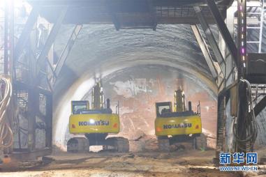 这是临大高速公路柳沟隧道建设现场(11月4日摄)。新华社发(史有东 摄)