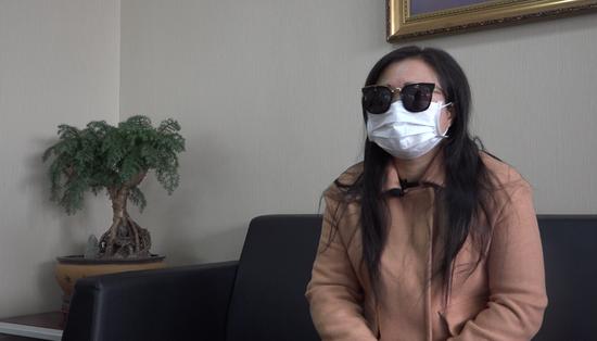 薛露东拼西凑找了代孕。