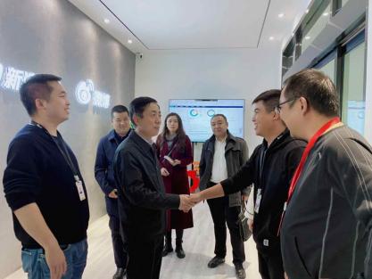 兰州市委宣传部副部长冯乐泉莅临新浪甘肃考察调研