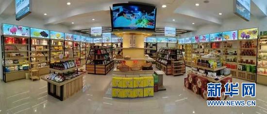 """""""甘味""""农产品展销直播中心。"""