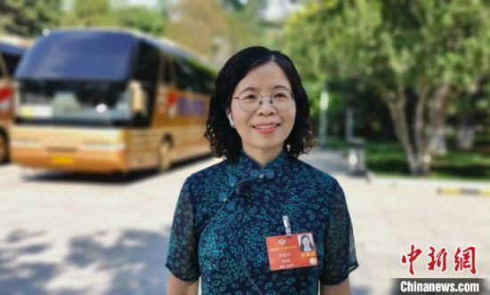 图为全国政协委员、中国科学院近代物理研究所研究员、博士生导师蔡晓红。