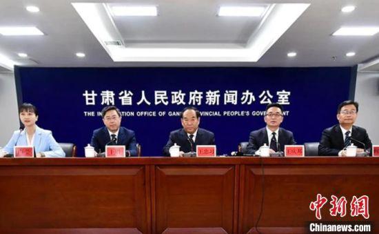 """3月11日,甘肃省政府新闻办公室举行2021年""""3·15""""国际消费者权益日新闻发布会。 史静静 摄"""