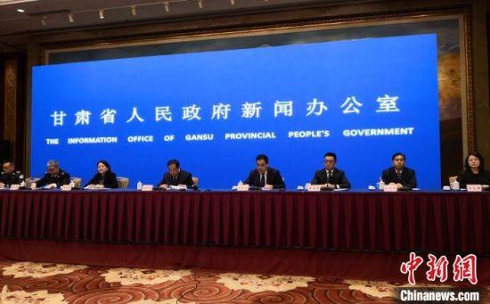 4月2日,甘肃省政府新闻办举行深化改革加强食品安全工作新闻发布会。图为会议现场。
