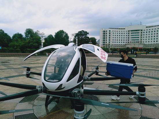 贺州举行自动驾驶飞行器应急物资投送演练