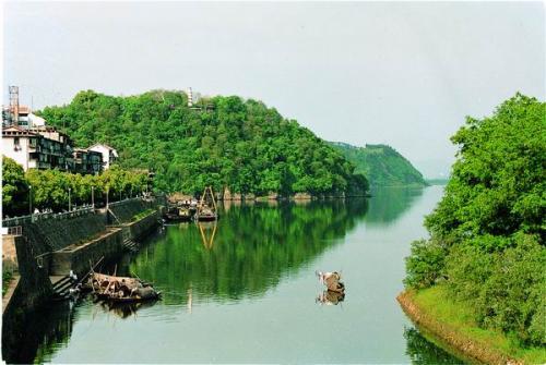 """""""靠山吃山""""的两种滋味:漓江源头第一村的美丽嬗变"""