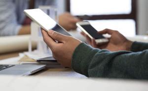 手机依赖度调查:23%受访者认为出门不带手机不如裸奔