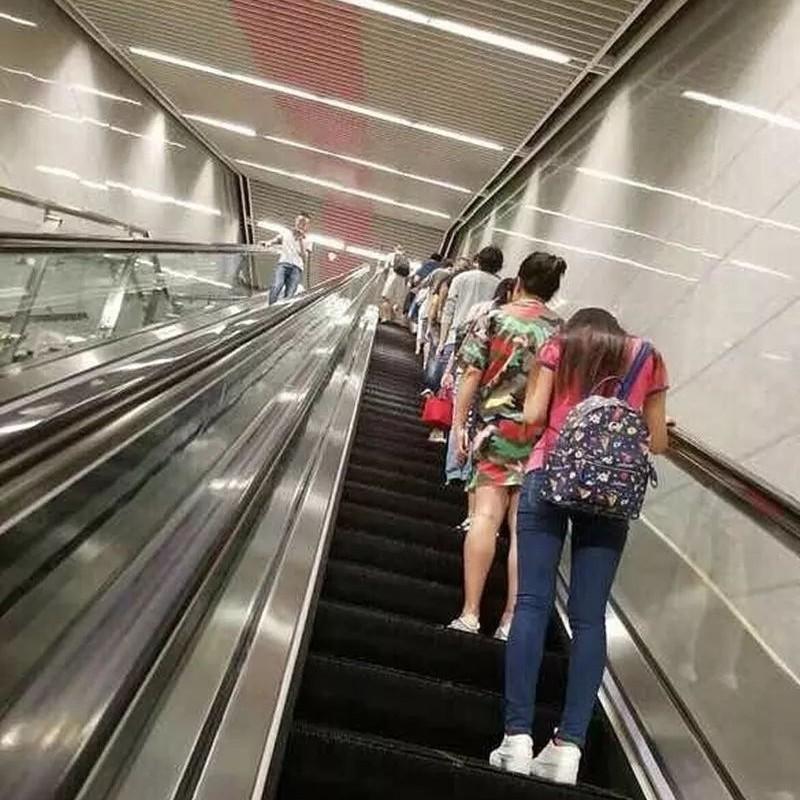 搭扶梯靠右站?地铁:并不提倡!真相比你想的可怕