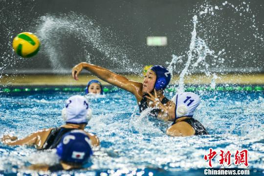 5月16日,2018年全国女子水球锦标赛在广西梧州打响。 杨扬 摄