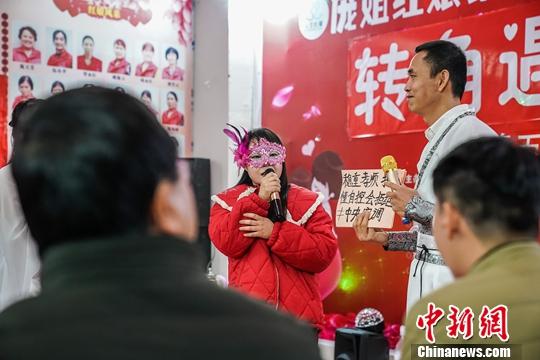 图为2月17日,一场相亲活动现场。中新社记者  陈冠言 摄