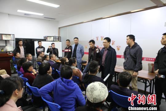 警方在深圳抓捕嫌疑人 黄荣平 摄