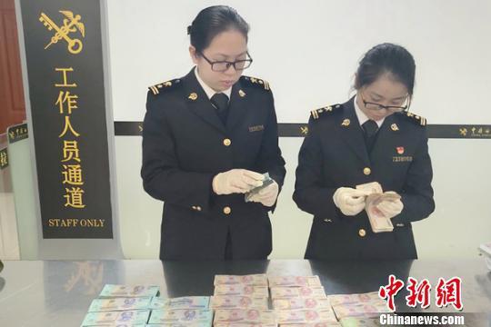 越南女子身缠11亿越南盾入境广西被查获(图)