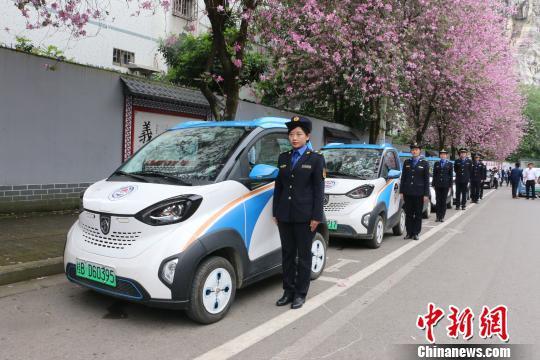 柳州市城管部门上线智慧政务车。 林馨 摄