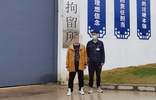 广西一男子违法停车被贴单 这个举动把自己送进拘留所
