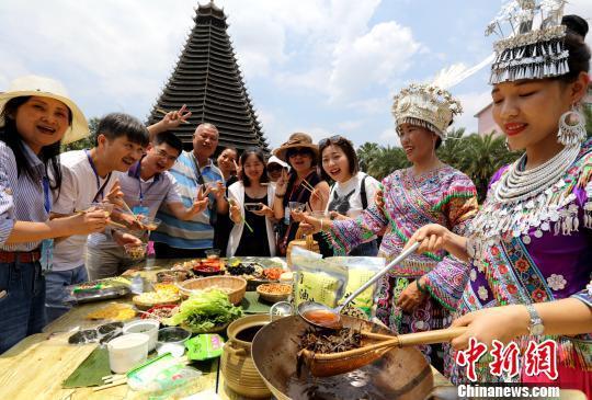 中国旅游日 广西侗乡油茶飘香引八方来客