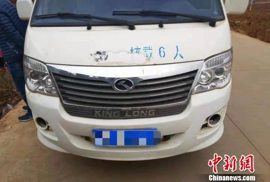 图为涉嫌严重超员的车辆。鲁甸县公安局供图