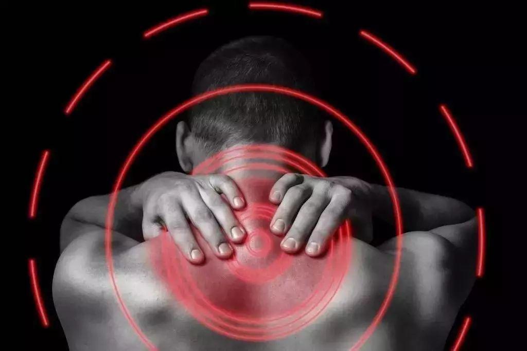 """你的颈椎病恐怕是自找的!5个动作拯救""""僵硬脖"""""""
