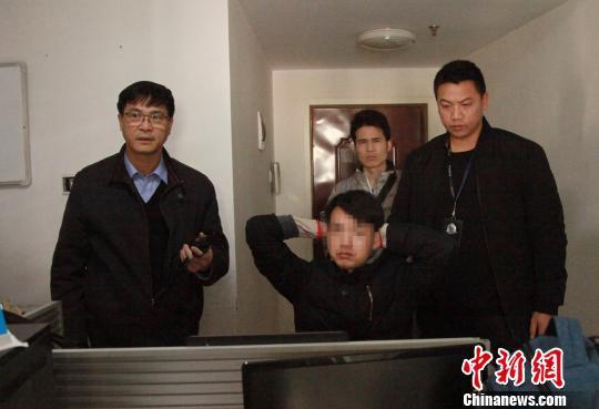 一名犯罪嫌疑人在湖南落网。 黄荣平 摄