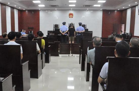 受贿贪污上百万!桂林雁山区交通局原副局长获刑8年