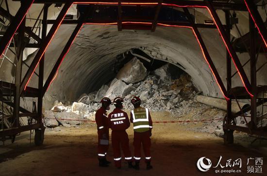 隧道内的坍塌情况。石远波摄