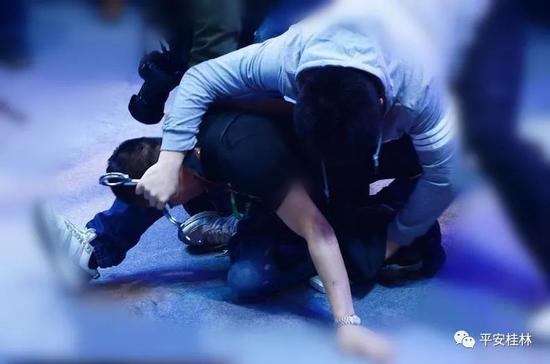 """太嚣张!桂林4名男子作案后 竟对着监控""""炫耀"""""""